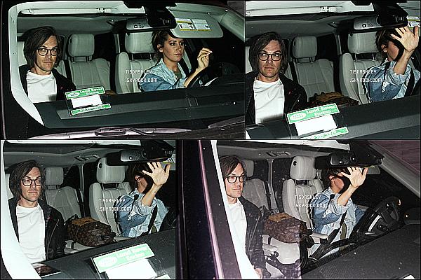 * 02/03/17 : Ashley a été vue quand elle quittait le restaurant « Nobu » avec Christopher - dans West Hollywood. C'est donc dans la voiture que le couple a été pris en photo, ce que Ashley n'avait pas l'air d'apprécier. On ne voit pas vraiment la tenue d'Ashley !  *
