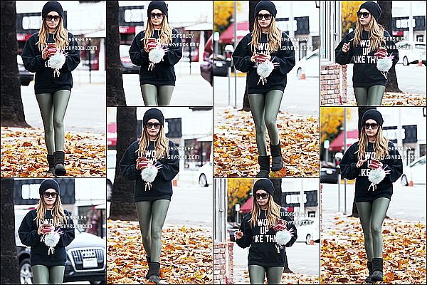 * 16/12/16 : Ashley a été aperçue seule, alors qu'elle quittait son cours de pilates - dans les rues de Los Angeles. Ashley est belle. J'aime beaucoup la tenue qu'elle porte. Le bonnet est superbe et va bien avec la tenue., ses lunettes de soleil aussi. Top pour moi.  *