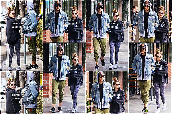 * 19/02/17 : Ashley et son mari Christopher ont été vus lorsqu'ils se promenaient dans les rues de Studio City. Ashley Tisdale est belle. J'aime bien son chignon. La tenue qu'elle orte est superbe je trouve même si elle est simple - C'est donc un Top pour moi !  *