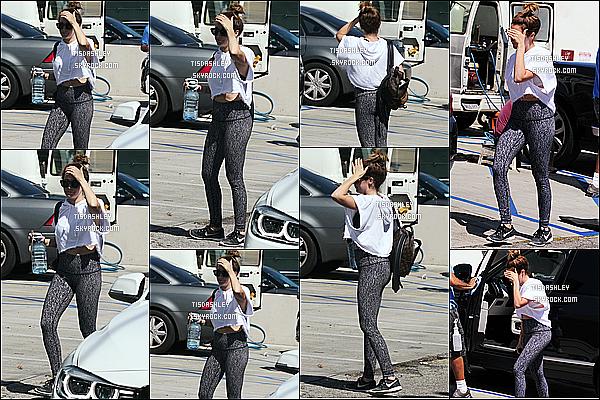 * 24/03/17 : Ashley a été aperçue lorsqu'elle quittait une salle de sport, située dans les rues de West Hollywood. Ashley est jolie malgré qu'elle se cache un peu. J'aime beaucoup sa tenue, son legging est sympa. J'aime bien aussi ses lunettes. Un Top pour moi.  *
