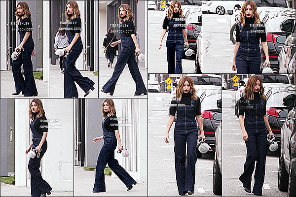 * 21/03/17 : Ashley a été vue se rendant puis quittant le magasin « Free People » qui se trouve dans Studio City. Ashley est très belle. J'aime beaucoup sa salopette, ça va super bien avec le reste de la tenue. Ses chaussures sont superbes aussi - Top pour moi !  *