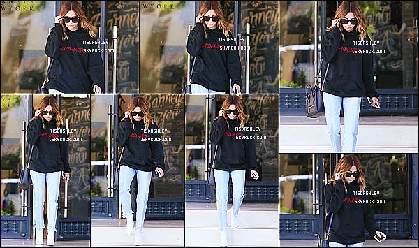 * 31/03/17 : Ashley a été aperçue, quand elle quittait le magasin « Barneys New York », situé dans Los Angeles. Ashley a profité de sa journée pour faire une séance de shopping. Elle est toute belle. J'aime bien la  tenue qu'elle porte. C'est donc un Top pour moi  *
