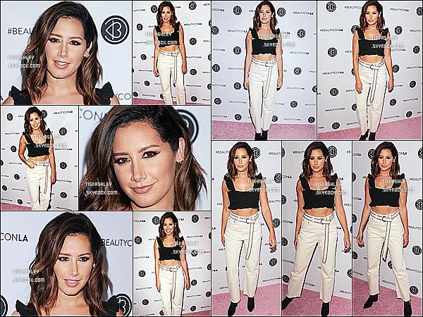 * 12/08/17 : Ashley T. a assisté à l'événement « 5th Annual Beautycon Festival » qui avait lieu à Los Angeles. Ashley a posé avec des fans lors d'un Meet & Greet. Elle est resplendissante. Je suis fan de sa mise en bauté. J'adore sa tenue. Donc Top pour moi.  *
