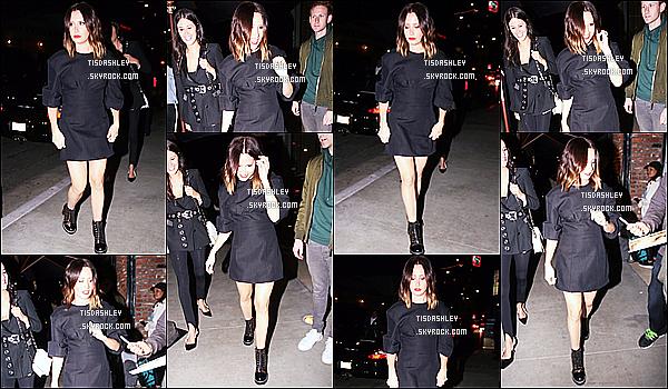 * 02/11/17 :    Ashley T. a été vue quand elle arrivait puis quittait l'événement « REVOLVE Awards  » situé à Hollywood. Ashley T. était toute belle et souriante. J'aime beaucoup la tenue qu'elle porte. Sa coiffure et son maquillage sont jolis aussi - C'est donc un Top pour moi.  *