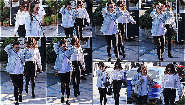 * 03/12/17 :    Ashley T. a été aperçue alors qu'elle faisait du shopping avec Lea Michele dans Brentwood, en Californie. Ca fait plaisir de la voir avec Lea Michele, je ne savais même pas qu'elles se fréquentaient. Ashley est toute belle. Je suis fan de sa tenue - C'est un Top.  *