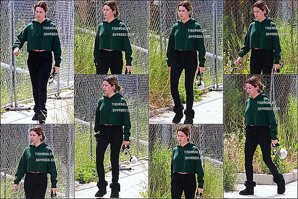 * 13/05/18 :    Ashley Tisdale a été repérée seule, quand elle quittait un spa qui se trouve dans les rues de Los Angeles. Ashley est toute belle. Ca fait plaisir de voir qu'elle est de nouveau de sortie. En tout cas j'aime beaucoup la tenue qu'elle porte. Je lui donne donc un Top.  *