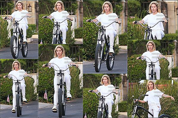* 05/09/18 :    Ashley Tisdale a été repérée seule, lorsqu'elle faisait une ballade en vélo - dans les rues de Toluca Lake. Ashley a pris du temps pour elle en faisant du vélo en Californie. Elle est superbe. J'aime bien la tenue toute blanche qu'elle porte. C'est un Top pour moi.  *