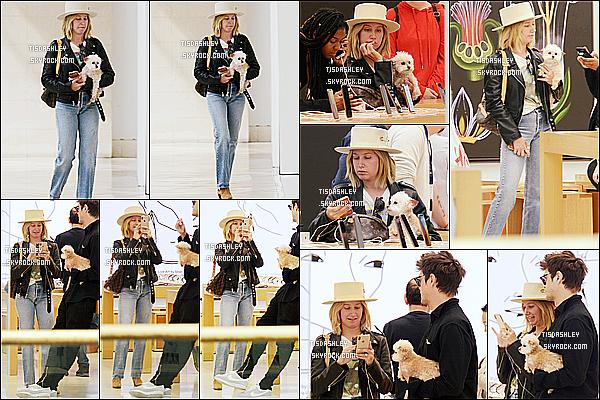 * 08/10/18 :    Ashley  a été répérée quand elle était dans un « Apple Store » avec son mari Christopher à Los Angeles. Plus tard, Ashley et Christopher ont été vus quittant un magasin Bloomingdales toujours à Los Angeles. Ashley est jolie. J'aime bien sa tenue. Donc Top.  *