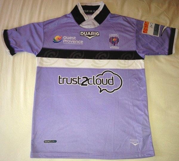 Maillot d'Istres porté par Guy-Roland Niangbo Nassa au cours de la saison 2012-2013 de Ligue 2