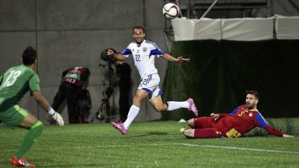 Maillot de l'équipe d'Israël porté par Eytan Tibi au cours de la rencontre Andorre-Israël comptant pour la 3ème journée du groupe B des qualifications pour l'Euro 2016 (13 octobre 2014)
