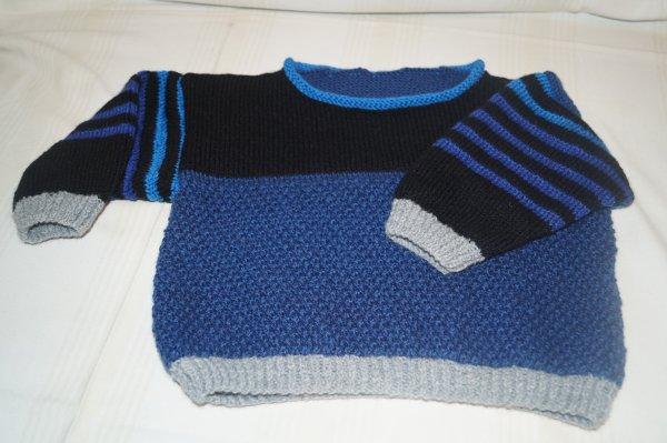 pull bleu et noir