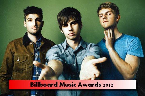 """Hier soir ce tenait la prestigieuse cérémonie des Billboard Music Awards 2012, nos Loulous y participer bien évidemment et ont gagnés dans la catégorie """"Le meilleur des tubes rock de cette année""""."""