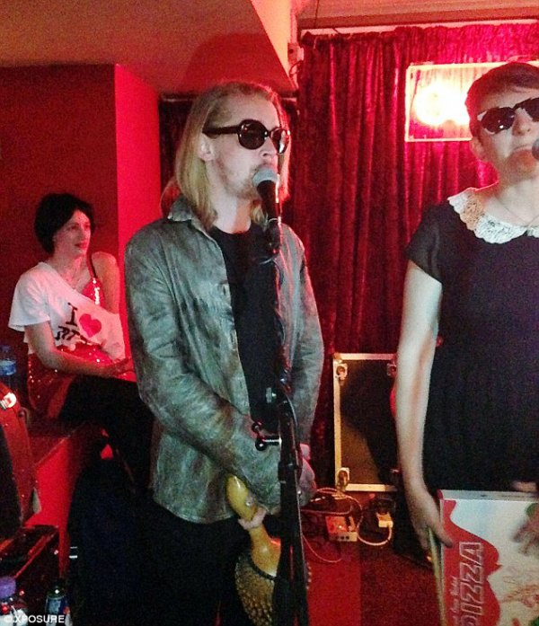 "Macaulay Culkin & son groupe ""Pizza Underground""  en UK"