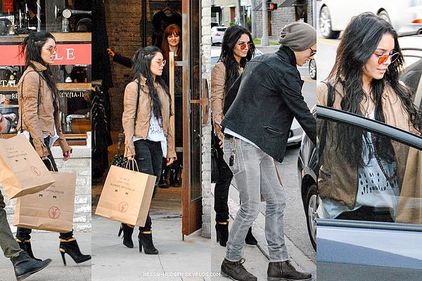 - 05 Janvier 2013 : Vanessa a été vue en compagnie de son petit ami, faisant du shopping à Beverly Hills. -