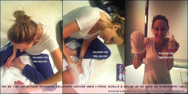 . Le 07/05/11 : Miley, entourée de fans et de photographes, quittait un restaurant de Buenos Aires. Vidéo..