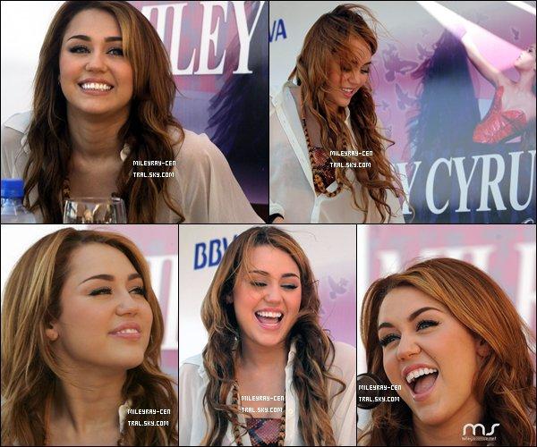 . Le 09/05/11 : Miley arrivant à destination du Paraguay, dans la même journée que sa séance de shopping !.