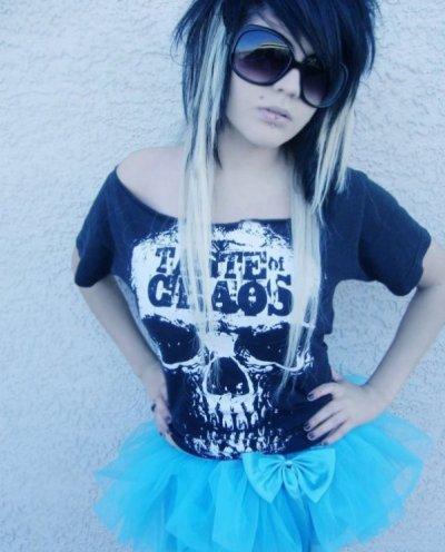 UN CADEAU pour celui/celle qui me trouve le prénom de la Emo Girl (: