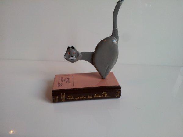 la passion des chats ( chat sur livre )