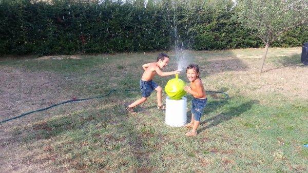 pomme jet d'eau pour pataugeoire- jeux aquatique