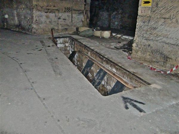 Fausse pour mécanique, parking, galerie goudronné, corridor B