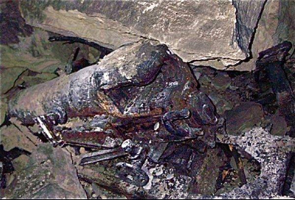 Canon Allemand de la guerre de 1870 ou 1914 sous un éboulis