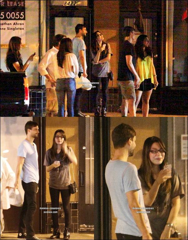 """01.10.12: Miranda a été vue alors qu'elle quittais lerestaurant""""Izakaya"""" avec un ami a Los Angeles. Je la trouve très belle, j'aime beaucoup sa tenue surtout les chaussures. Un jolie top, ton avis ?"""