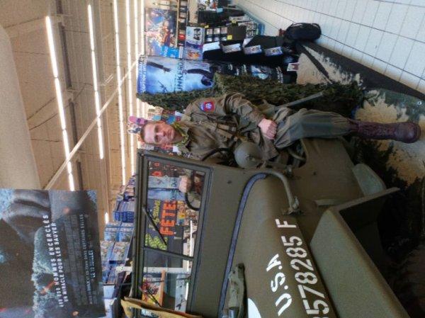 Exposition de la jeep à Auchan Calais