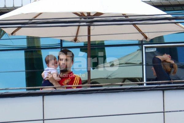 """Gerard Piqué et Milan et Montserrat a """"Hotel Luzeiros"""" au bresil le 26- 06"""