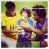 Neymar, Marcelo et Enzo avec la coupe après la final