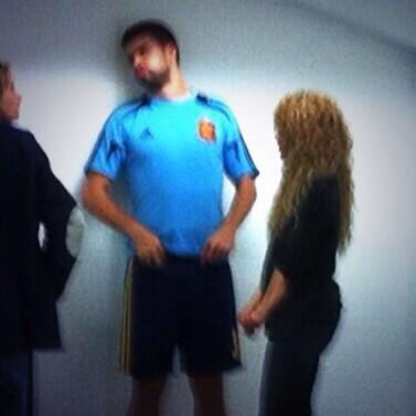Shakira, Montserrat et Gerard Piqué a la sortis des vestiaires