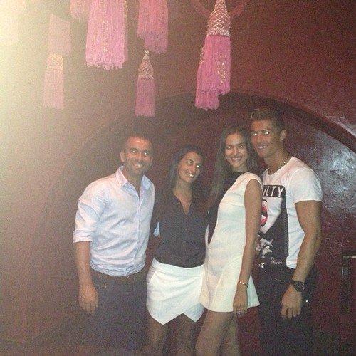 Cristiano Ronaldo et Irina Shayk avec des amis