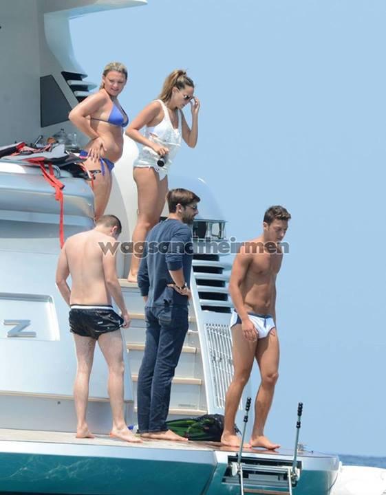 Mesut Ozil et Mandy Capristo a Ibiza le 09 - 07