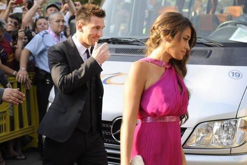 L'arrivée des coéquipiers et leurs compagnes au mariage de Xavi et Nuria
