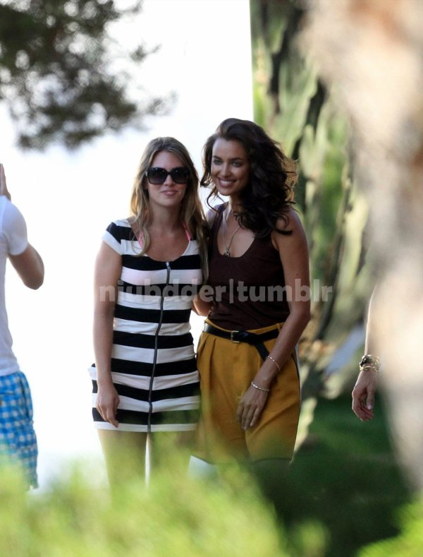 Irina Shayk durent une séance photo a Ibiza