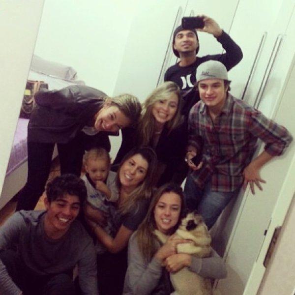 Carolina Dantas, Davi Lucca et des amis