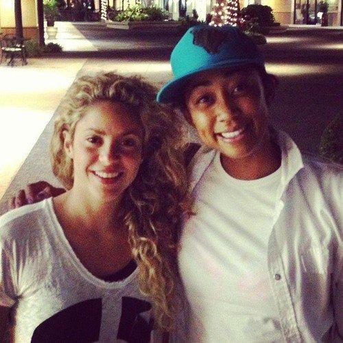 Shakira et un fan a Hawai le 20 - 07