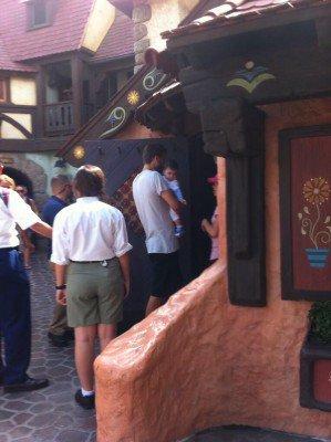Gerard Piqué, Shakira et Milan Piqué il y'as quelques jours a Disney Land