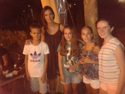 Sara Carbonero et des fans le 01 - 08