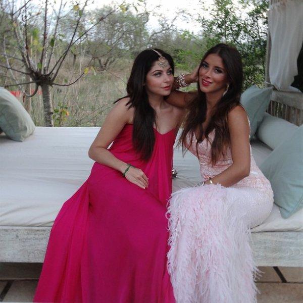 Daniella Semaan et Kanika Kapoor lors d'un mariage le 05 - 10