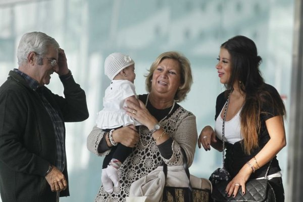 Daniella Semaan et sa filla Lia a l'aeroport le 21 - 10