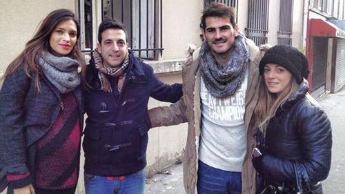 Sara Carbonero et Iker Casillas avec des Fans a Paris le 11 - 11