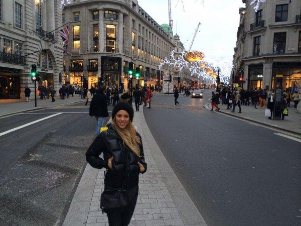 Shakira à Londres plus précisément a Picadilly Circus