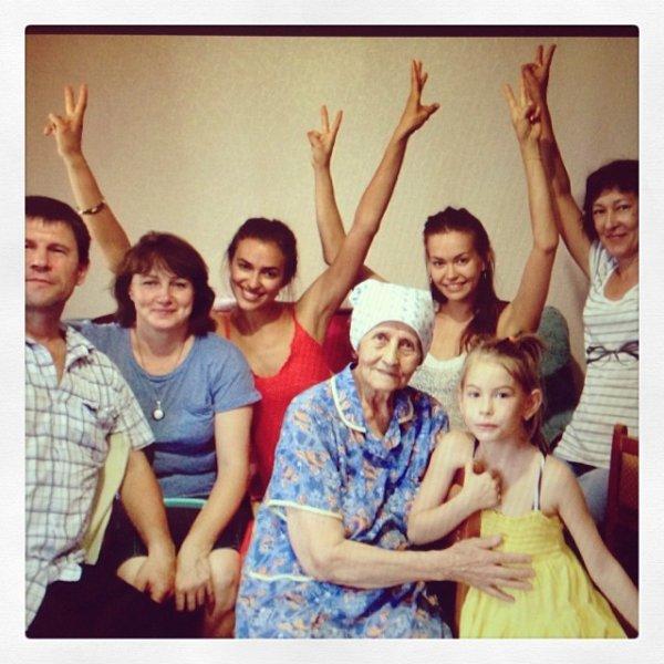 Irina Shayk et toute sa famille le 20 - 11