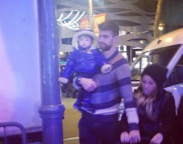 Gerard Piqué, Shakira et leurs fils Milan le 28 / 11 a Barcelone