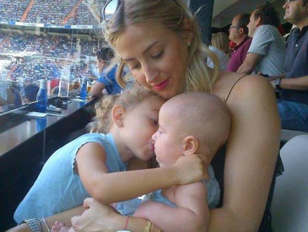 Carlota Ruiz et ses enfants Raul et Alba le 02 - 12