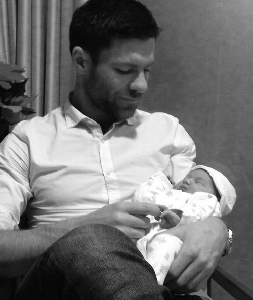 Xabi Alonso et sa fille Emma le 03 - 12