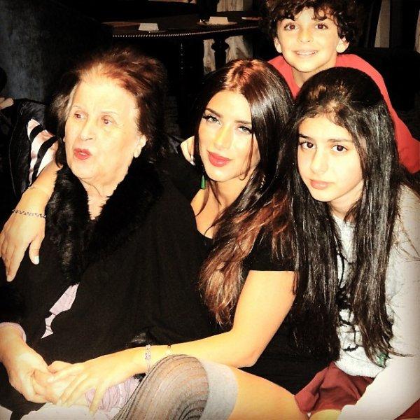 Daniella Semaan avec sa mére et ses enfants Maria et Joseph Taktouk le 03 - 12