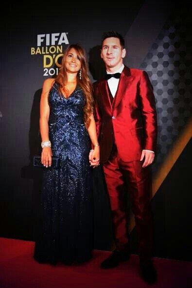 Antonella Roccuzzo et Leo Messi a la cérémonie du ballon d'or 2013