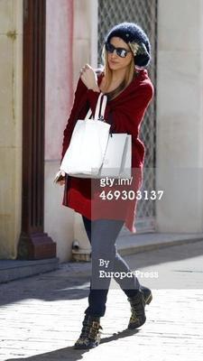 Carlota Ruiz dans les rues de Madrid le 13 - 02