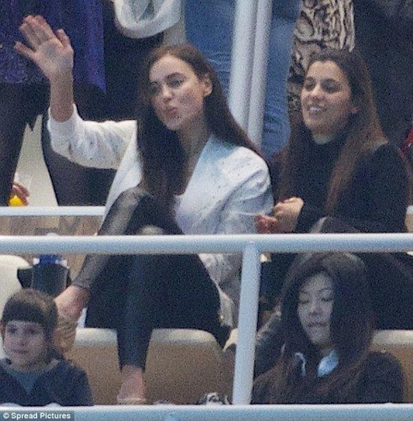 Irina Shayk au Stade le 23 - 03